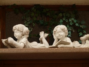 Statues of boy and girl reading